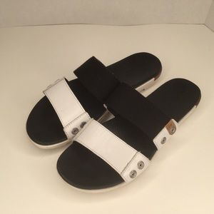 Sorel black and white women sandals.
